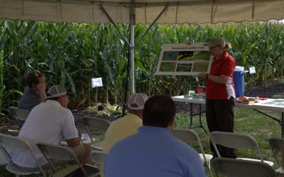 Erin Hodgson teaching an extension class